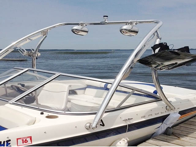 2004 Bayliner Sport Wakeboard Tower, speakers, racks, bimini