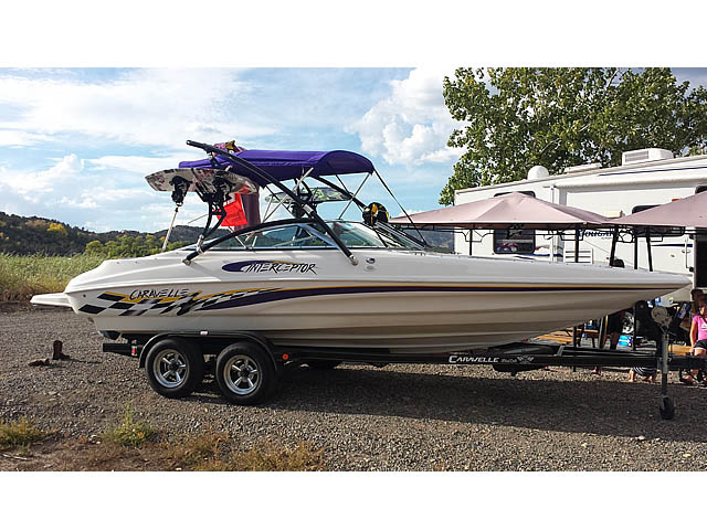 2002 Caravelle Interceptor 232 wakeboard tower, speakers, racks, bimini & lights