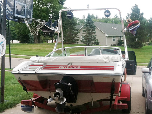 1989 Four Winns Freedom Wakeboard Tower, speakers, racks, bimini