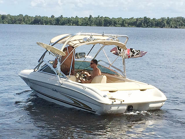 2001 Sea Ray 185 Sport  Wakeboard Tower, speakers, racks, bimini