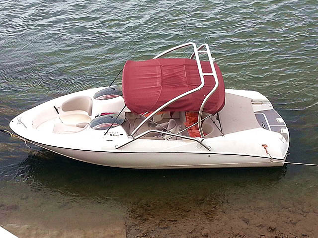 2001 Yamaha ls 2000 Wakeboard Tower, speakers, racks, bimini