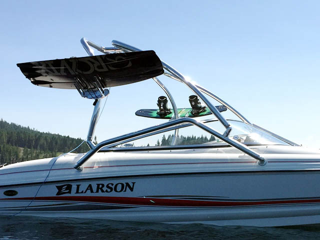 2005 Larson 180 SEi wakeboard tower, speakers, racks, bimini & lights