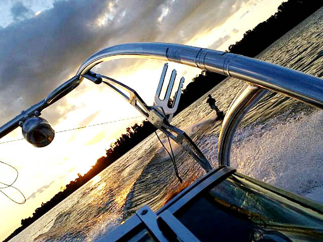 1995 Sea Ray 200 wakeboard tower, speakers, racks, bimini & lights