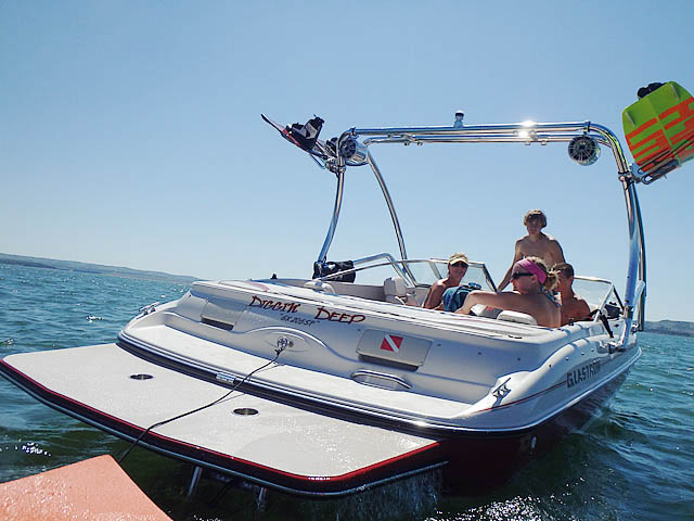 2001 Glastron GX205SF wakeboard tower, speakers, racks, bimini & lights