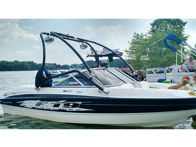 2009 Bayliner BR185 Wakeboard Tower, speakers, racks, bimini
