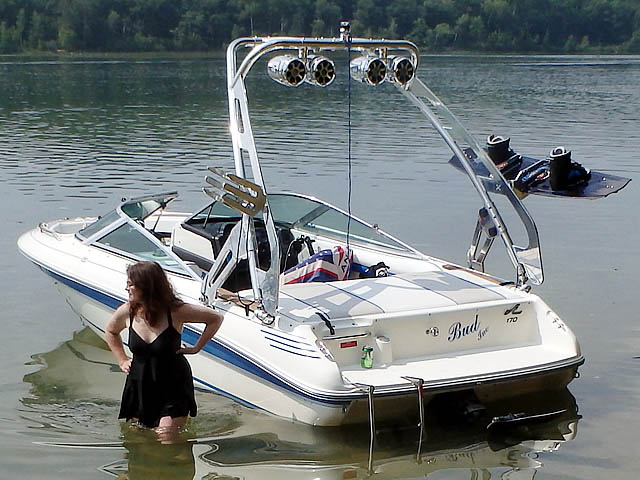 1990 Sea Ray 170 Wakeboard Tower, speakers, racks, bimini
