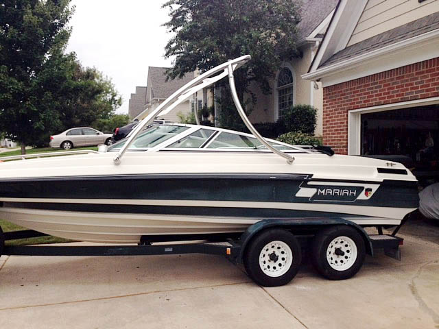 1994 Mariah Tulare 200 Wakeboard Tower, speakers, racks, bimini