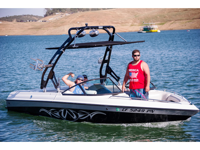 Wakeboard tower for 2000 Malibu Wakesetter boat featuring Aerial's FreeRide Tower with Bimini