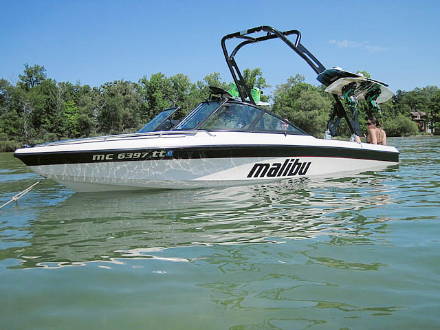 Wakeboard tower for 1998 Malibu boat featuring Aerial's FreeRide Tower
