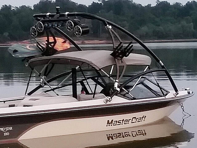1988 Mastercraft Pro Star 190 wakeboard tower, speakers, racks, bimini & lights