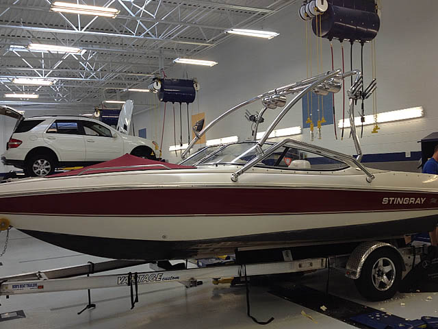 2000 Stingray 200LX Wakeboard Tower, speakers, racks, bimini