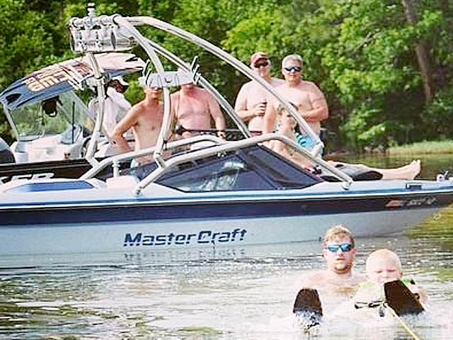 1988 Mastercraft Prostar 190 wakeboard tower, speakers, racks, bimini & lights