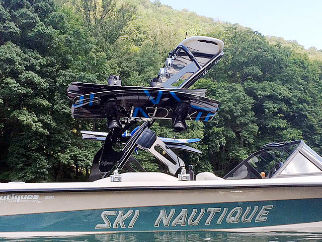 95 Ski Nautique Signature Edition  wakeboard tower, speakers, racks, bimini & lights