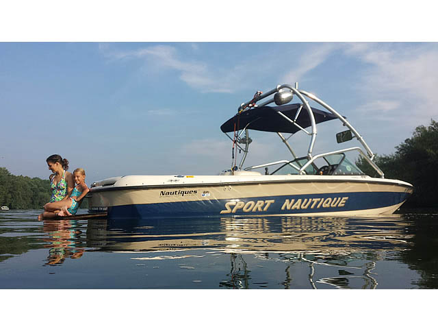 1998 Correct Craft Sport Nautique wakeboard tower, speakers, racks, bimini & lights