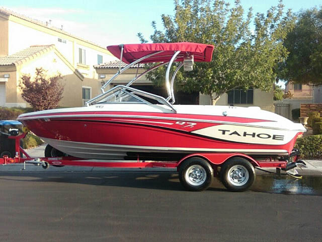 Wakeboard tower for 2014 Tahoe Q7i boat featuring Aerial's Airborne Tower with Eclipse Bimini