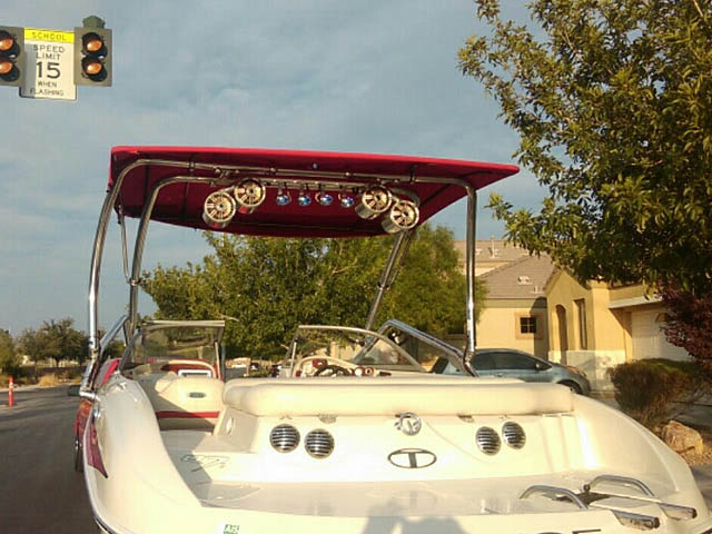2014 Tahoe Q7i wakeboard tower, speakers, racks, bimini & lights