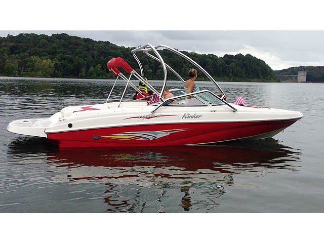 Wakeboard tower for 2006 Rinker Captiva 212 boat featuring Aerial's Airborne Tower