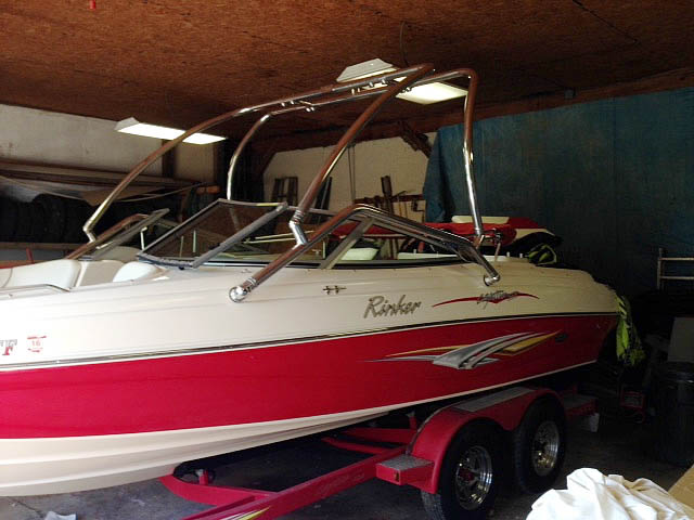 2006 Rinker Captiva 212 wakeboard tower, speakers, racks, bimini & lights