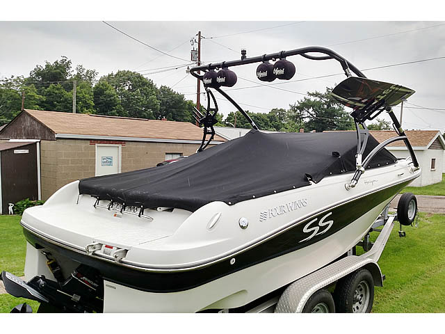 Wakeboard tower for 2001 Four Winns Horizon 200 boat featuring Aerial's Assault Tower