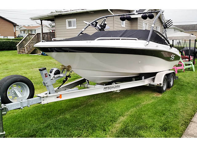 2001 Four Winns Horizon 200 wakeboard tower, speakers, racks, bimini & lights