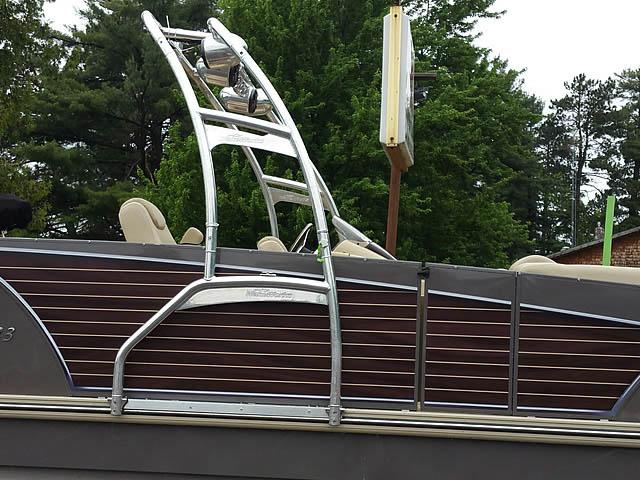 2014 Larson Escape  wakeboard tower