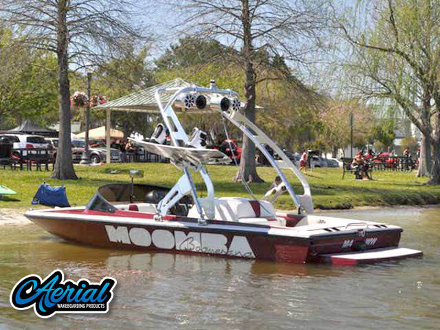 Wakeboard tower for Moomba Boomerang with FreeRide Tower