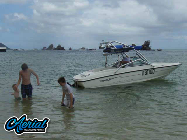 View wakeboard tower and accessories on a 2009 Bayliner 175 Bowrider