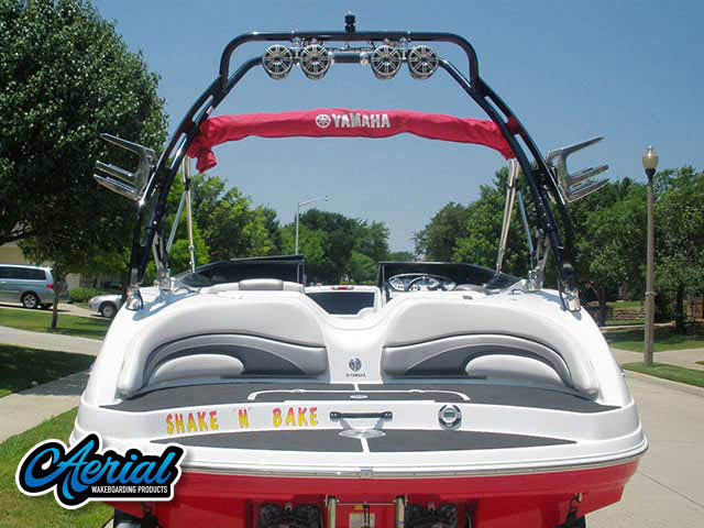 2008 Yamaha 212ss Wakeboard Tower, speakers, racks, bimini