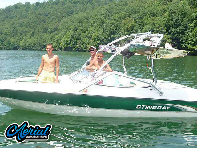 Wakeboard tower for Stingray 190LX boat featuring Aerial's Airborne Tower