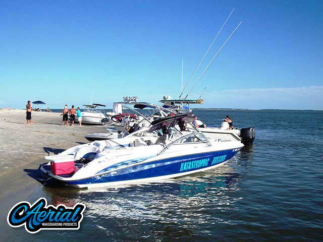 2005 Yamaha 230 SX Wakeboard Tower, speakers, racks, bimini