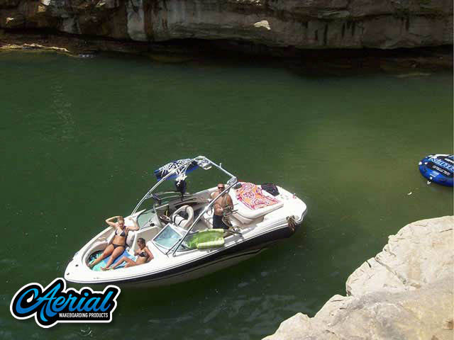 2004 Sea Ray 220 Bowrider Wakeboard Tower, speakers, racks, bimini
