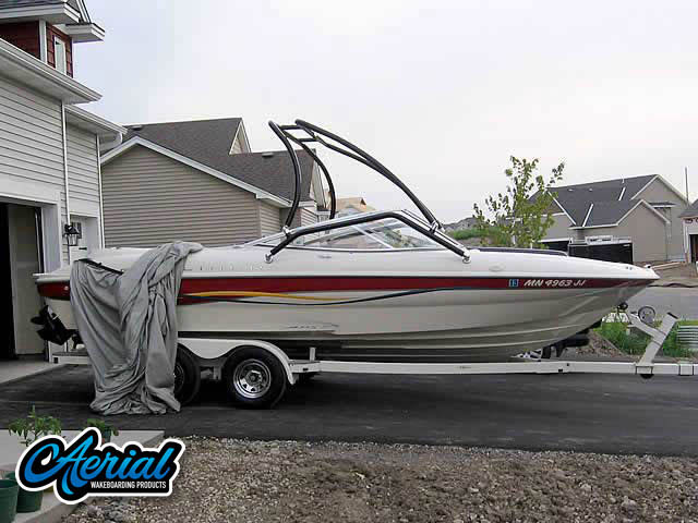View wakeboard tower and accessories on a 2001 Bayliner Capri 215