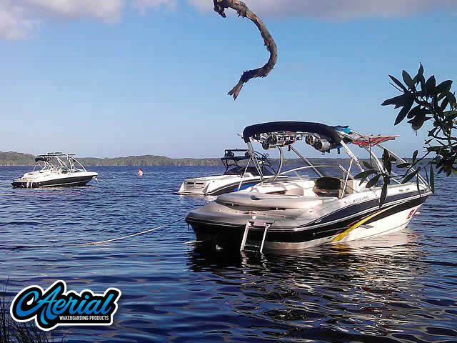 2007 Four Winns Wakeboard Tower, speakers, racks, bimini