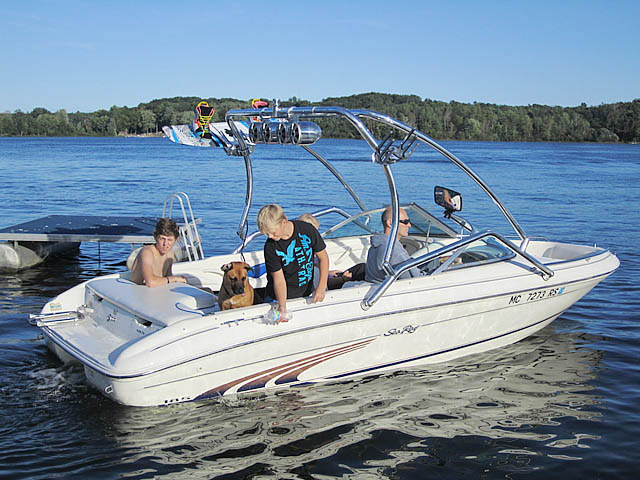 1997 Sea Ray 185 Bow Rider Wakeboard Tower, speakers, racks, bimini