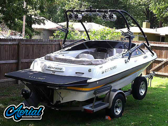 2002 Four Winns Horizon 180 5.0 GL Volvo Penta Wakeboard Tower, speakers, racks, bimini