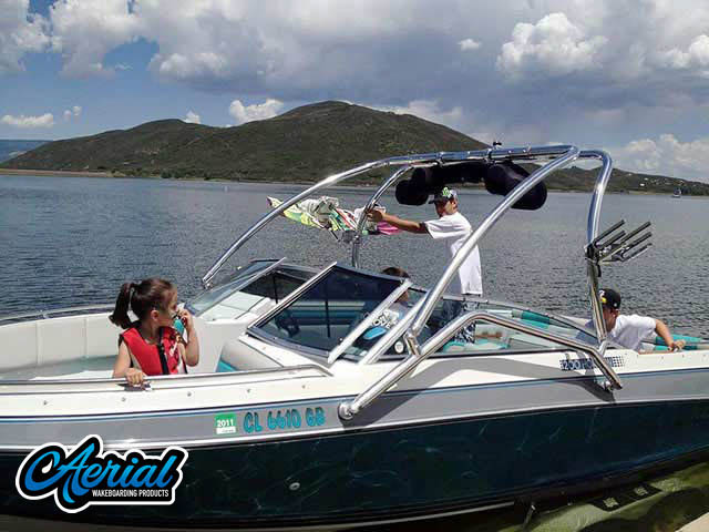 1989 Four Winns Horizon 200 Wakeboard Tower, speakers, racks, bimini