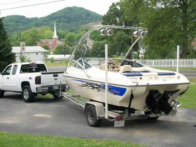 2002 Stingray 190 CS Wakeboard Tower, speakers, racks, bimini