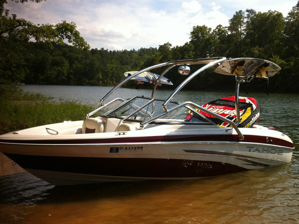 Wakeboard tower for 2008 Tahoe Q5i boat featuring Aerial's Airborne Tower