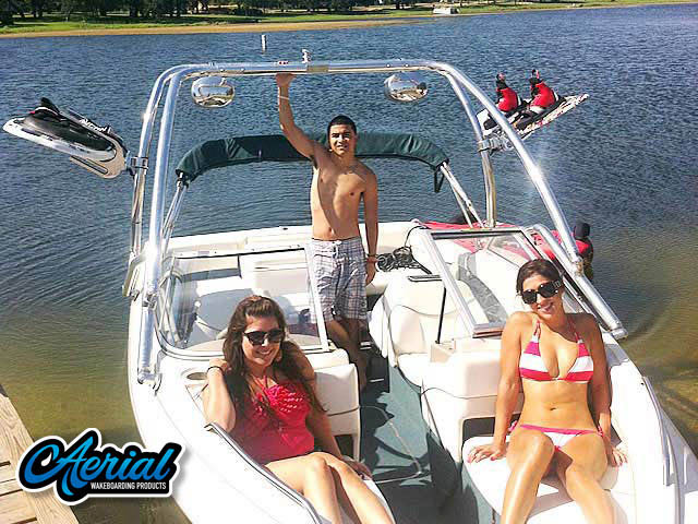 View wakeboard tower and accessories on a 2000 Bayliner Capri 1950