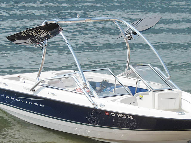 2008 Bayliner Discovery 195 Wakeboard Tower, speakers, racks, bimini