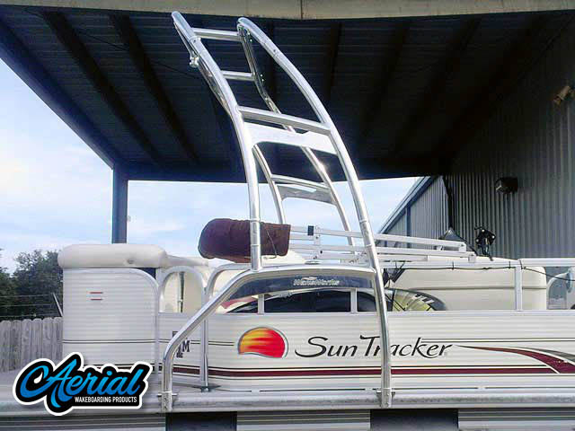 2010 Sun Tracker Party Barge 240 wakeboard tower