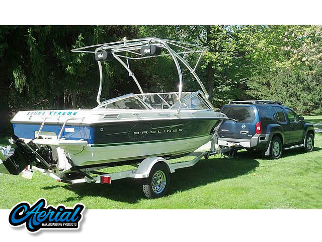 View wakeboard tower and accessories on a 2009 Bayliner Discovery 195