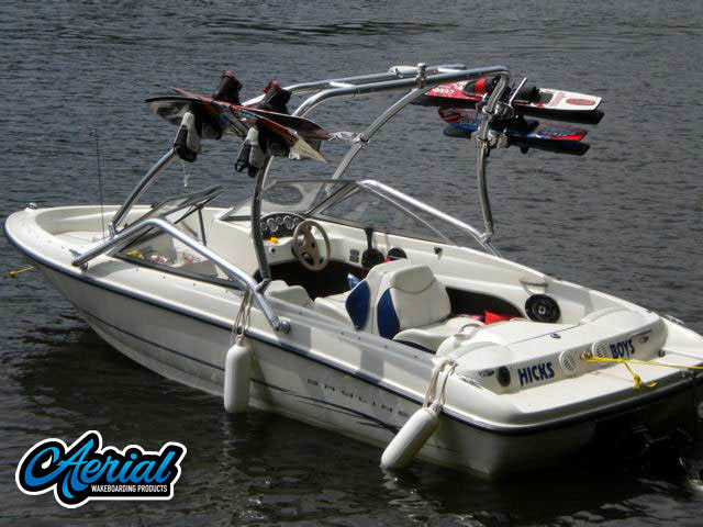 View wakeboard tower and accessories on a 2004 Bayliner 175 Bowrider