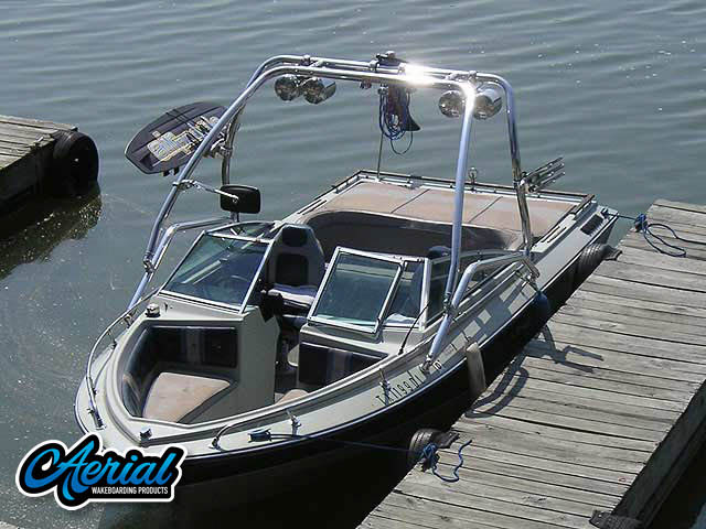 1984 Four Winns Horizon Wakeboard Tower, speakers, racks, bimini