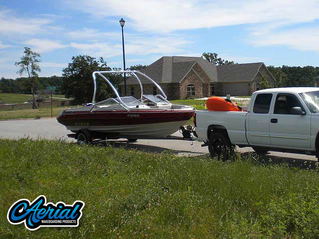 1990 Maxum wakeboard tower, speakers, racks, bimini & lights