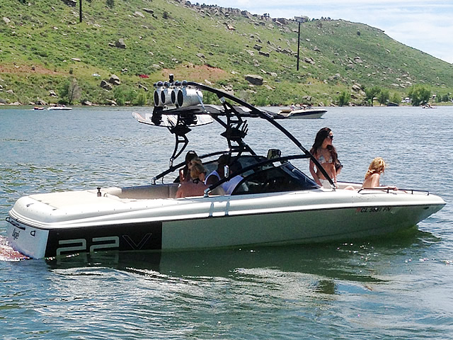 1998 Tige pre2200v wakeboard tower, speakers, racks, bimini & lights