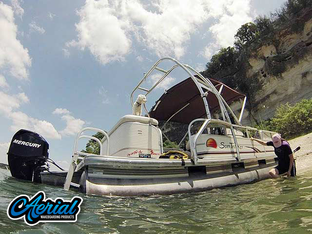 2010 Sun Tracker Party Barge 240 pontoon boat wakeboard tower