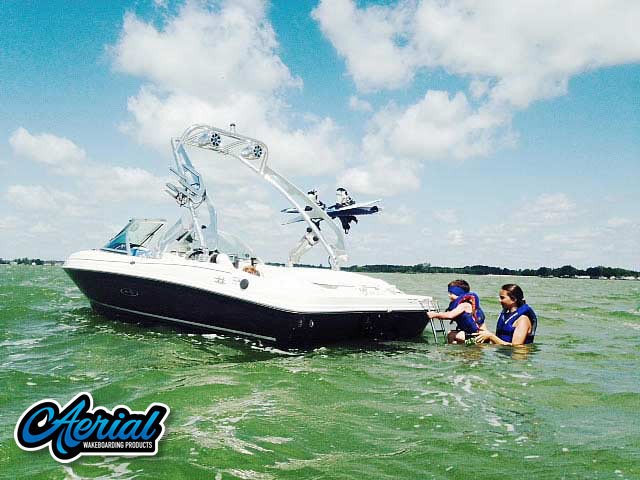 2006 175 Sea Ray Wakeboard Tower, speakers, racks, bimini