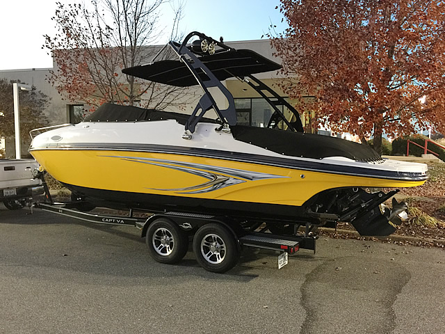 2013 Rinker 246 cc Wakeboard Tower, speakers, racks, bimini
