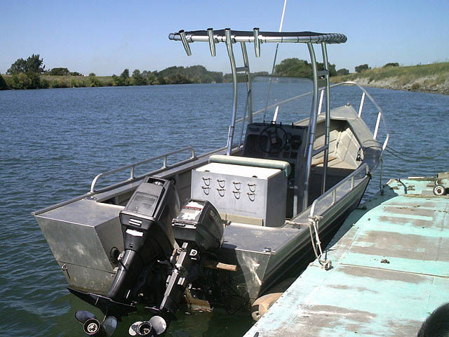 20' Bayliner boat t-tops